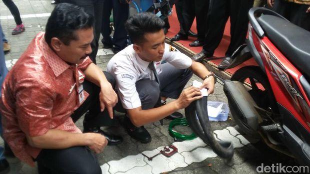 Siswa SMK Ciptakan Alat Tambal Ban Portabel