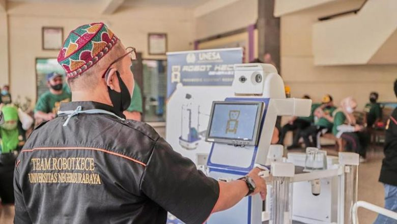 UNESA dengan robot KECE Gen 2 : Dilengkapi Dua Teknologi Canggih